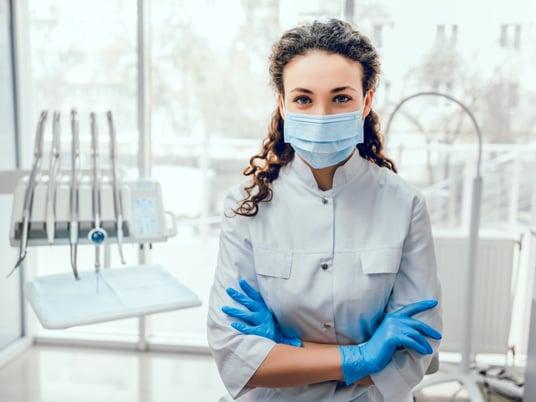 dentista in studio medico gestione